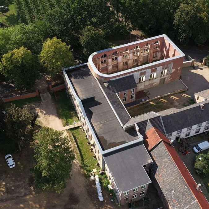 HX hoogcruts kloostercomplex luchtfoto